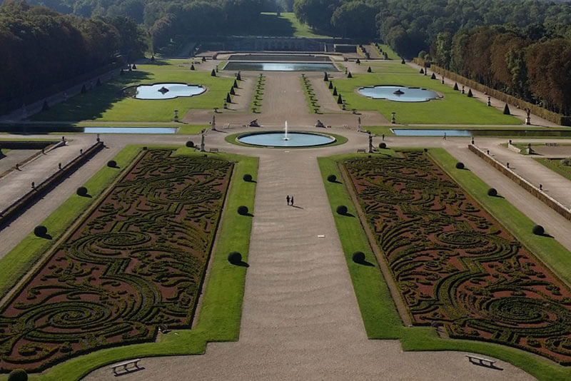 Castle-Vaux-Le-Vicomte-private-guided-DriverGuideFrance