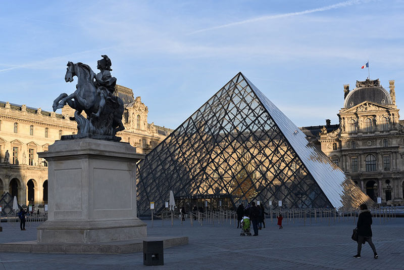 Louvre museum pyramid private tours Paris by Driver Guide France