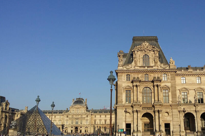Louvre-Museum-Paris-Private-Guided-Tour-Sighseeing-Tour-by-car-minivan-by-DriverGuideFrance