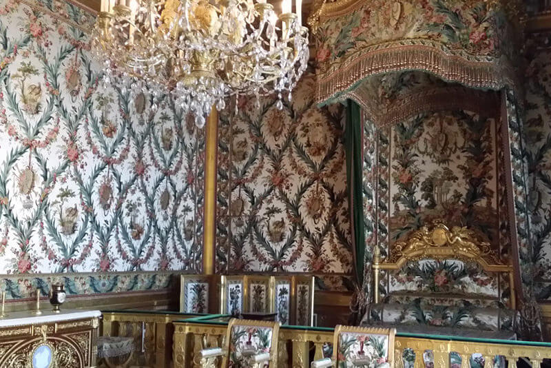 Fontainebleau-Queen-bedchamber-private_guided_tours_by_driver_guide_france_christophe_burtaire