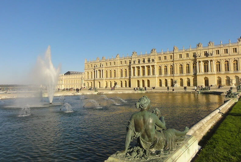 Fountains-show-at-Versailles-Driver-Guide-France-Full-Day-Tours.