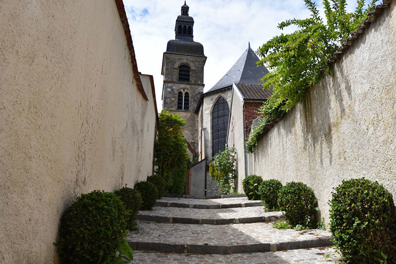 Hauvillers-Abbey-Champagne-region-Christophe-Burtaire-accredited-Tour-Guide-private-guided-tours-Hautvillers-private-tours-by-car-from-Paris-to-Champagne-region