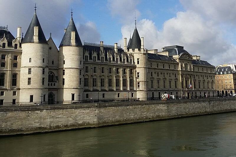 La-Conciergerie-Paris-Private-Guided-Tours-By-Driver-Guide-France.