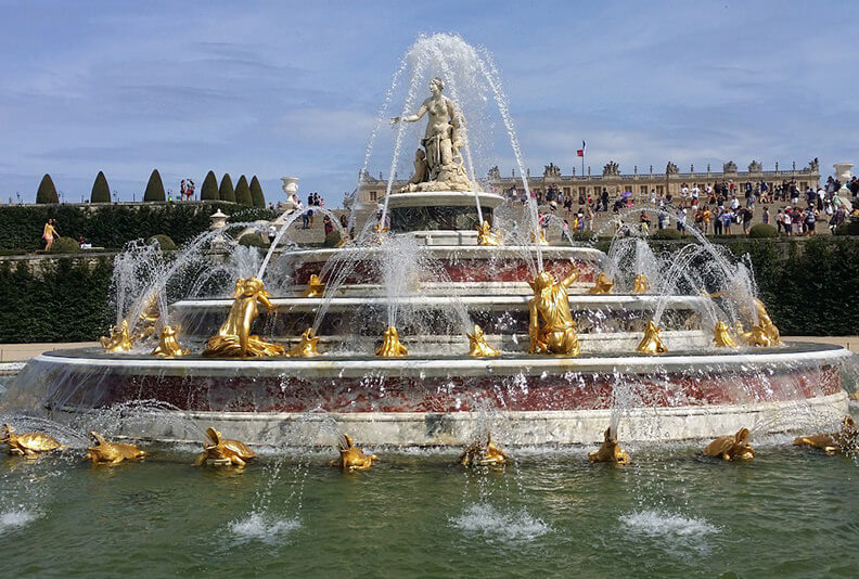 Latona-basin_Versailles_Fountains-shows_Palace_private_guided_tours_from_paris_by_driver_guide_france_christophe_burtaire