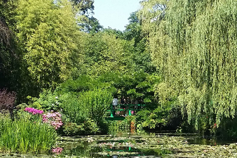 Monet-gardens-giverny---private-guided-tours-by-car--from-paris-to-Giverny-by-driver-guide-france-christophe-burtaire-your-qualified-tour-guide-paris